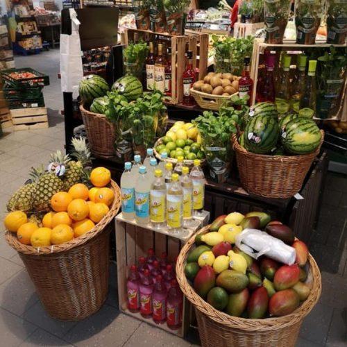 verschiedenes Obst, Getränke und Kräuter